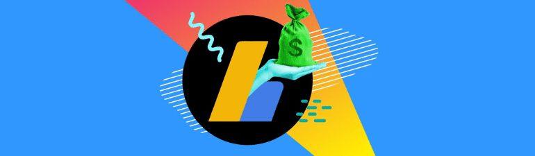 """Migliori alternative a Google Adsense. Nella foto c'è una mano che """"esce"""" dal logo di Google Adsense con un sacchetto color verde, contenente denaro."""